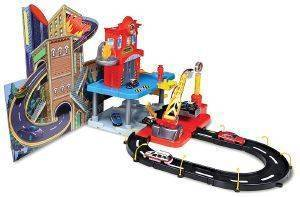 STREET FIRE 1/43 FIRE STATION PLAYSET INCL 2 CARS [18/30043]